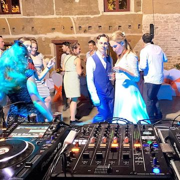 RockTheShow entertains weddings and privates events in the UK